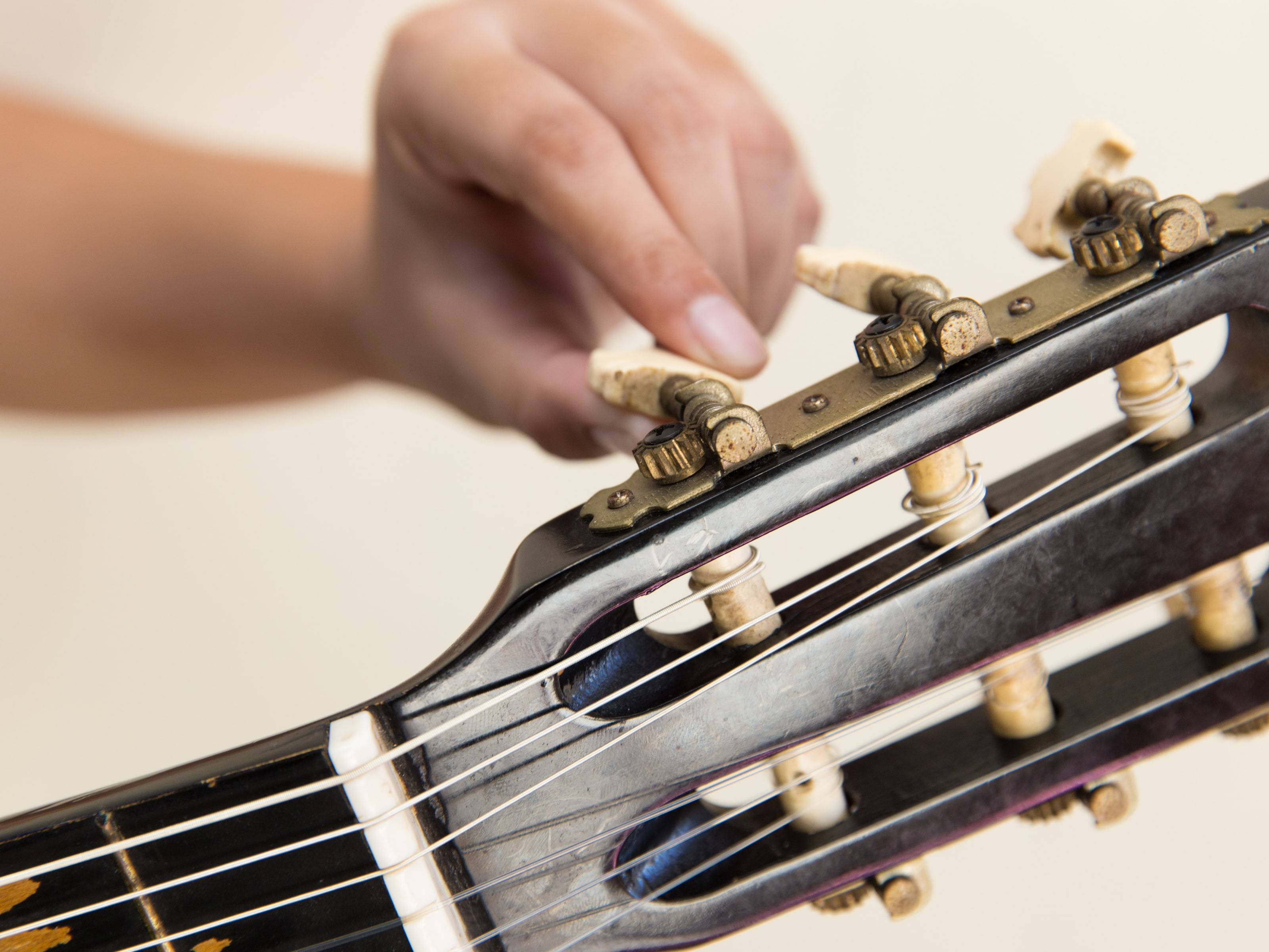 16 Best Acoustic Guitar Strings (Must Read Reviews) For