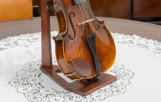 9 Best Violin Stands (Must Read Reviews) For September 2019